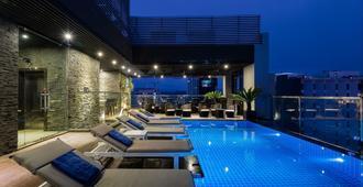 芽莊海灘酒店 - 芽莊 - 芽莊 - 游泳池