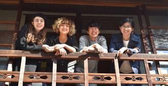 Osaka Guesthouse Midoriya - Hostel - Osaka