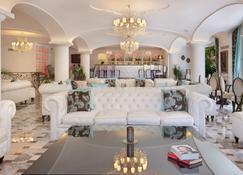 그랜드 호텔 라 파보리타 - 소렌토 - 라운지