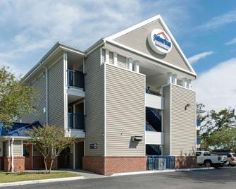 Suburban Extended Stay Hotel Lakeland North I-4 - Lakeland - Building