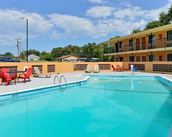 Americas Best Value Inn Ponca City - Ponca City - Zwembad