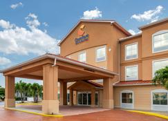 Comfort Inn & Suites Airport - Fort Myers - Building