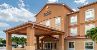 Comfort Inn & Suites Airport - Fort Myers