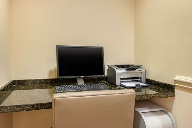 Comfort Inn & Suites Airport - Fort Myers - Liikekeskus