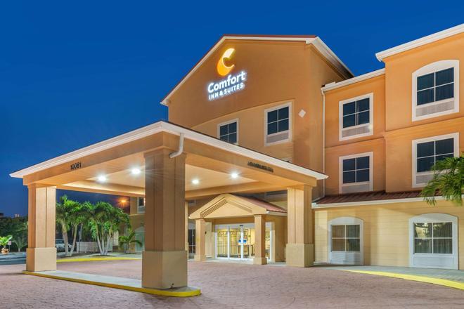 Comfort Inn & Suites Airport - Fort Myers - Rakennus