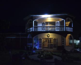 La Fève Bed & Breakfast - Entebbe - Gebouw