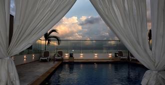 Radisson Hotel Diamond Barranquilla - Barranquilla - Piscina