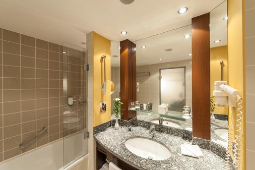 Dorint Hotel Frankfurt Niederrad - Frankfurt am Main - Bathroom