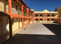 Hotel Los Pinos - Creel - Edificio