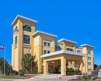 La Quinta Inn & Suites by Wyndham Pearsall - Pearsall - Gebäude