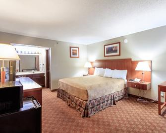 Angel Inn - by the Strip - Branson - Bedroom