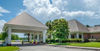 Clarion Inn Conference Center - Gonzales - Edifício