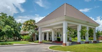 Clarion Inn Conference Center - Gonzales - Edificio