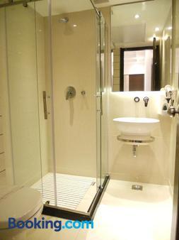 Hotel Grand Godwin - New Delhi - Bathroom