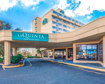 La Quinta Inn & Suites by Wyndham Secaucus Meadowlands - Секокус - Здание