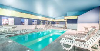 Super 8 by Wyndham Grants - Grants - Pool