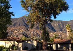 Hummingbird Inn - Ojai - Outdoors view