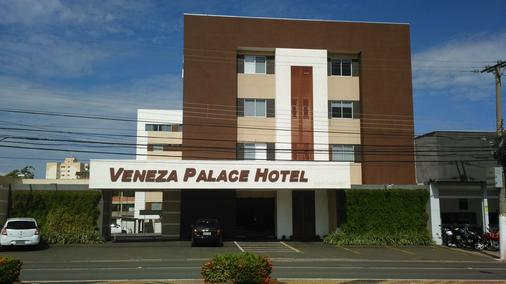 Hotel Veneza - Cuiabá - Building