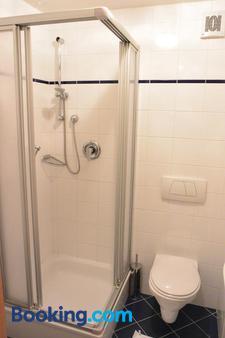 Hotel-Pension Adlerhof - Salzburg - Bathroom