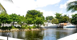 Riviera Luxury Living at River Oaks Marina and Tower - Miami - Outdoors view