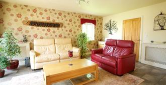 Silverstone Guest House - Towcester - Living room