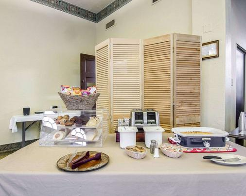 Hotel Seville, an Ascend Hotel Collection Member - Harrison - Buffet
