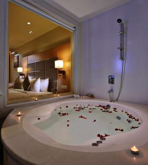 Country Inn & Suites by Radisson Goa Panjim - Panaji - Phòng tắm