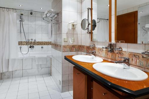 Azimut Hotel Olympic Moscow - Moscow - Bathroom