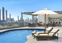 The Ritz-Carlton Executive Residences - Dubai - Pool