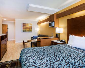 Days Inn & Suites by Wyndham Antioch - Antioch - Bedroom