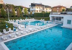Hotel Terme Vena D'Oro - Αμπάνο Τέρμε - Πισίνα
