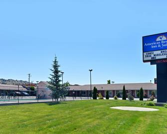 Americas Best Value Inn & Suites Klamath Falls - Кламат-Фоллс - Building