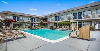 Motel 6 College Station, Tx - Bryan - College Station - Pool