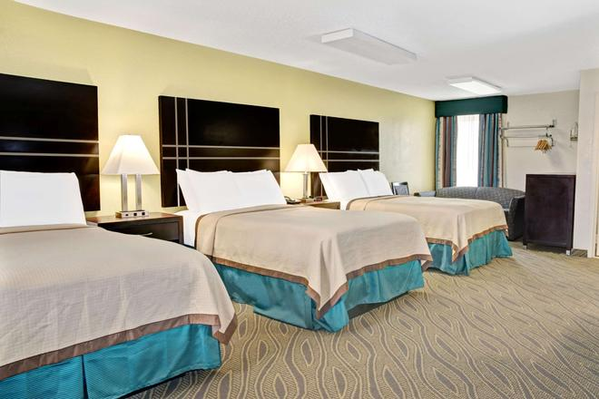 Howard Johnson by Wyndham Houston Downtown - Houston - Bedroom