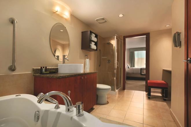Embassy Suites by Hilton Montreal - Montreal - Baño