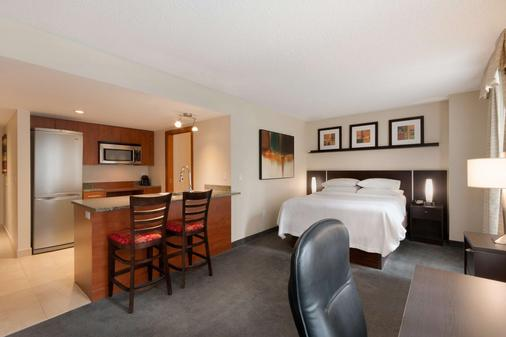 Embassy Suites by Hilton Montreal - Montreal - Bedroom