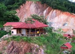 Chomdoy Bungalow & Restaurant - Luang Namtha - Building