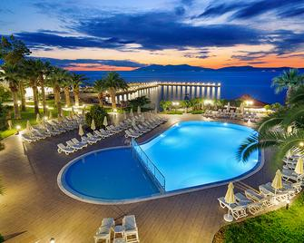 Le Bleu Hotel & Resort - Кушадаси - Pool