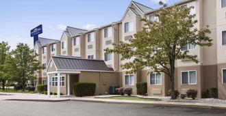 Microtel Inn By Wyndham Louisville East - Louisville - Edificio