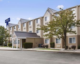 Microtel Inn & Suites by Wyndham Louisville East - Louisville - Rakennus
