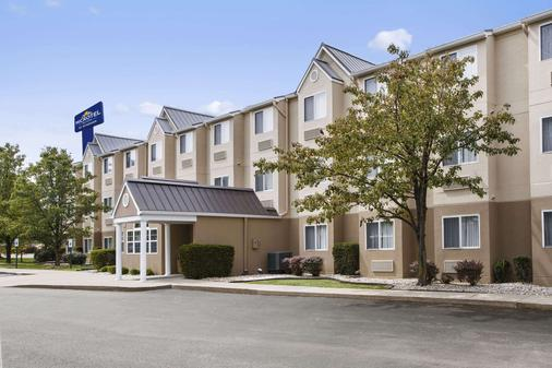 Microtel Inn & Suites by Wyndham Louisville East - Λούισβιλ - Κτίριο