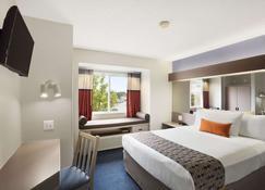 Microtel Inn By Wyndham Louisville East - Louisville - Bedroom