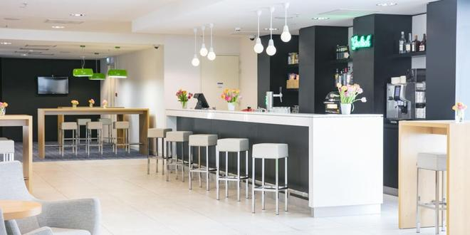 Holiday Inn Express Amsterdam - Arena Towers - Amsterdam - Bar
