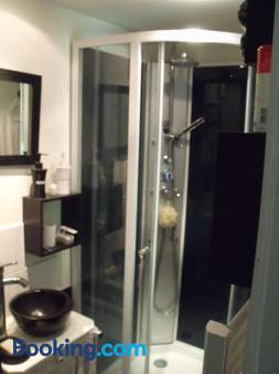Les Hôtes Landes - Roquefort - Bathroom