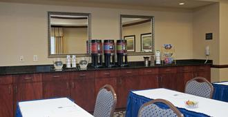 Hampton Inn & Suites Indianapolis-Airport - Indianapolis