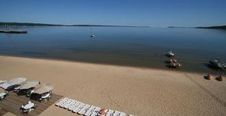Bayshore Resort - Traverse City - Beach