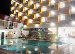 فيجا هوتل - سورونغ - حوض السباحة
