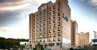 Best Western Plus Plaza Hotel - Queens - Bâtiment