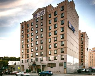 Best Western Plus Plaza Hotel - Queens - Building