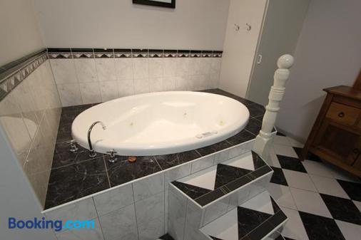 Lazy River Motor Inn - Swan Hill - Bathroom